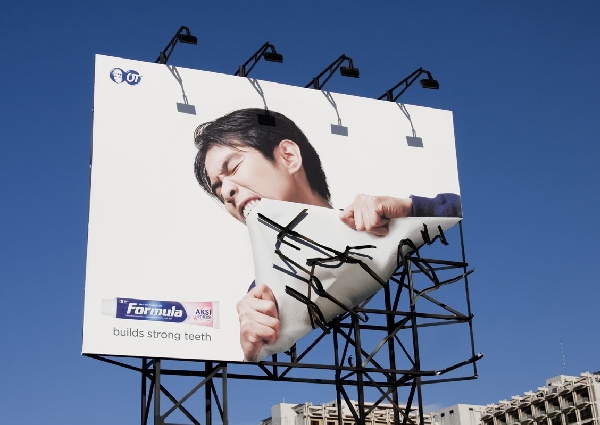 formula-toothcare-Billboard-advertisements
